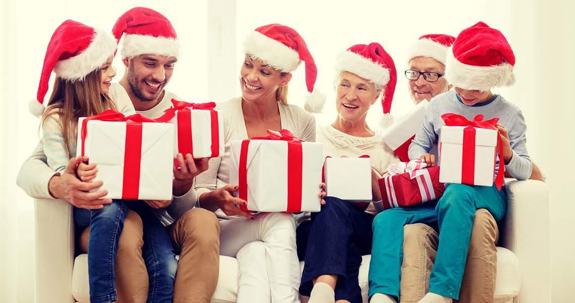 Karácsonyi ajándékok család